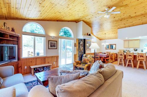 Snowpeak Mountainside -  Vacation Rental - Photo 1