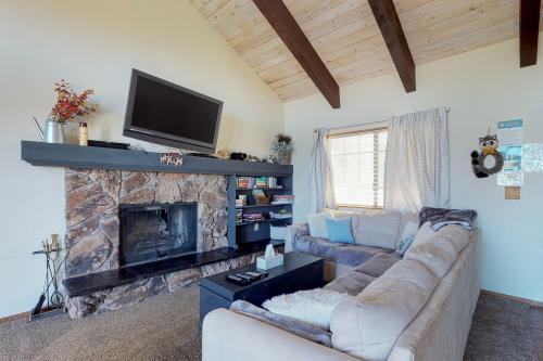 Serenity Cabin - Big Bear City, CA Vacation Rental