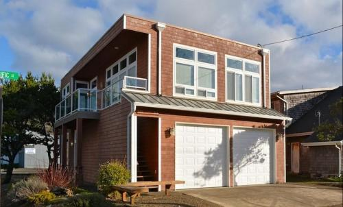 Luxury Beach Getaway - Rockaway Beach, OR Vacation Rental