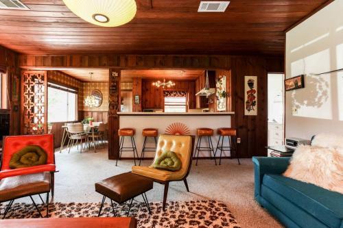Groovy Getaway - Marble Falls, TX Vacation Rental