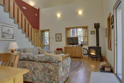 Wildwood Cabin - Brightwood, OR Vacation Rental