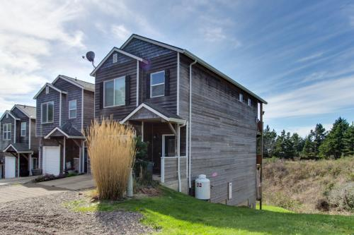 Hillsdale Beach House - Oceanside, OR Vacation Rental