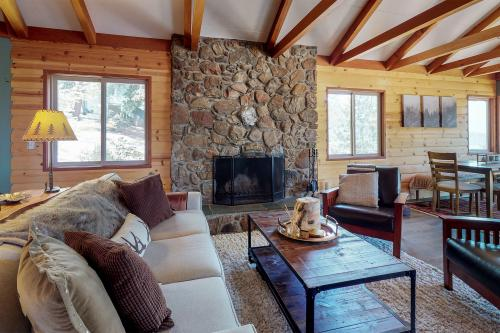 Quail Ridge Cabin - Idyllwild, CA Vacation Rental