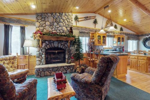 Fox Crossing  - Big Bear Lake, CA Vacation Rental