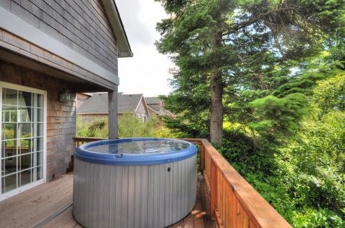 Renegade's Paradise - Rockaway Beach, OR Vacation Rental