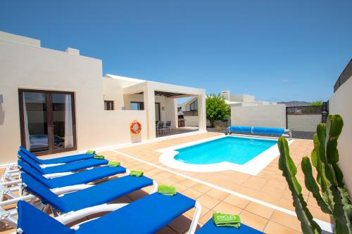 Villa Eslovenia II - Playa Blanca, Spain Vacation Rental