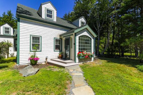 Kinfolk Cottage - Southwest Harbor, ME Vacation Rental