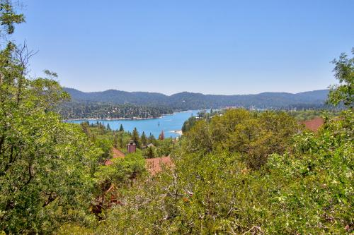 Mountain Top Chalet - Lake Arrowhead, CA Vacation Rental
