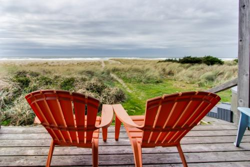 Aliyah - Oceanfront home with hot tub! - Rockaway Beach, OR Vacation Rental