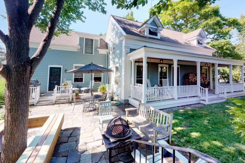 Wayside Cottage - Kennebunk, ME Vacation Rental