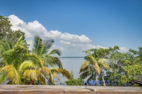 Salty Hawg - Placencia, Belize Vacation Rental