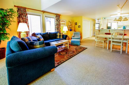 Aspen Village Golf Course Condo- Fairways 61 - McCall, ID Vacation Rental