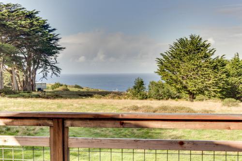 Seashore Cottage - Albion, CA Vacation Rental