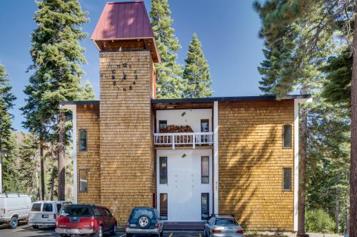 Scott Peak Slopeside Condo-Dog Friendly - Alpine Meadows, CA Vacation Rental