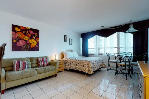 Castle Beach: Prickly Pear Condo - Miami Beach, FL Vacation Rental