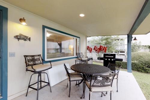 Azure Relaxin' 2 - Kingsland, TX Vacation Rental