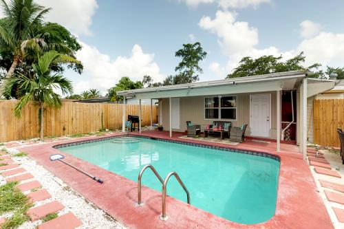Poolside  Cottage - Hollywood, FL Vacation Rental