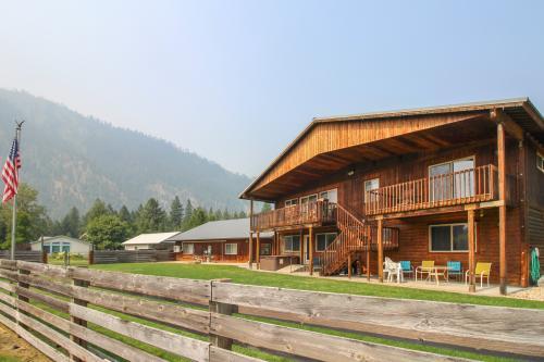 Skål Haus Unit A - Leavenworth, WA Vacation Rental