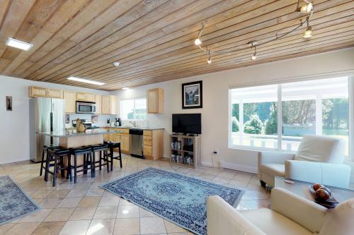 Umpqua Riverfront - Reedsport, OR Vacation Rental