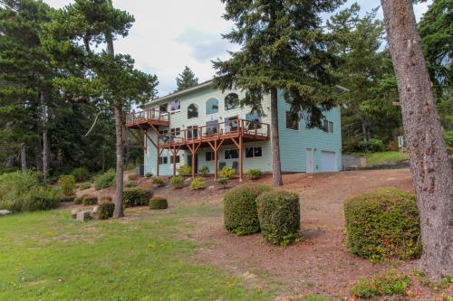 Laid-Back Lakeside Retreat - Florence, OR Vacation Rental