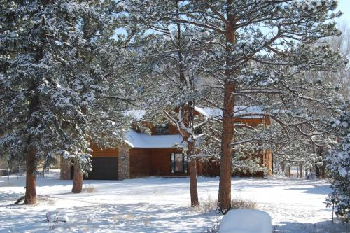 On Fall River - Estes Park, CO Vacation Rental