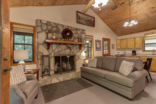 Moss Creek Cabin - Morganton, GA Vacation Rental