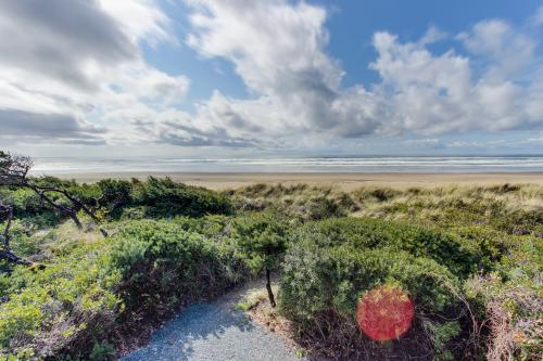 Chris's Oceanfront Getaway - Rockaway Beach, OR Vacation Rental