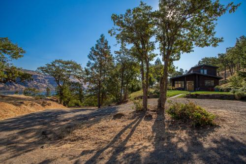 A Place in the Sun - Rowena, OR Vacation Rental