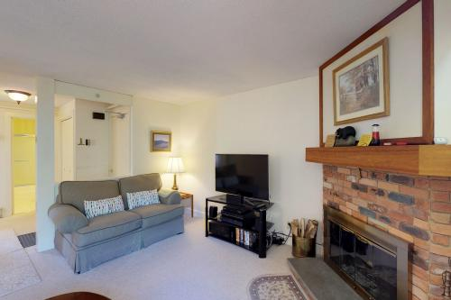 Bromley Mountain Condo - Peru, VT Vacation Rental