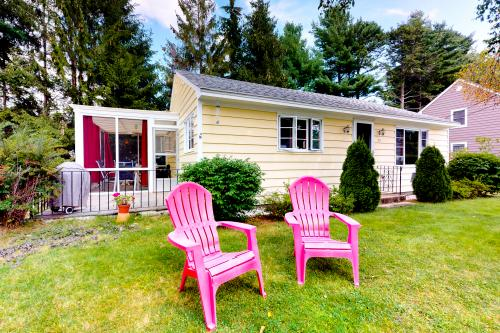 Pineapple Cottage By The Sea - Ogunquit, ME Vacation Rental