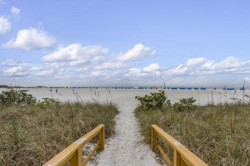 Island View Condo - Fort Myers Beach, FL Vacation Rental