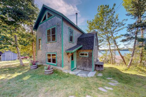 Driftwood Cottage - Brooksville, ME Vacation Rental