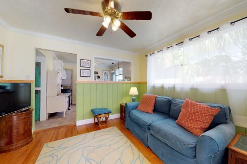 Turquoise Cottage - Sarasota, FL Vacation Rental