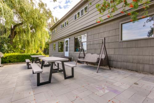 Pend Oreille Lakeshore Retreat - Sagle, ID Vacation Rental