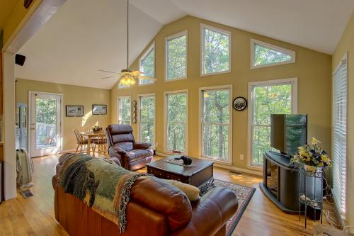 Hillside Hideaway - Jasper, GA Vacation Rental