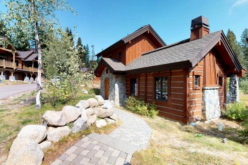 Tamarack Cottage - Donnelly, ID Vacation Rental
