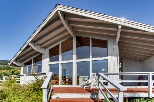 Arthur's Court - Oceanside, OR Vacation Rental