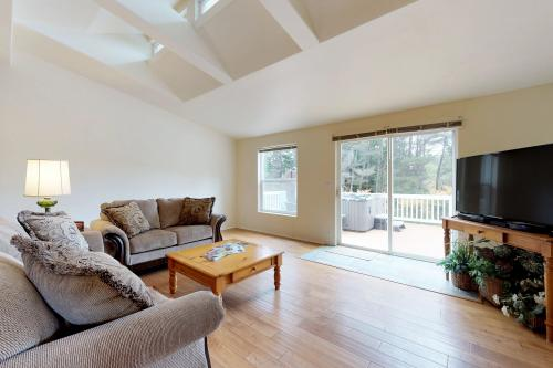 Forest Grove Retreat - South Beach, OR Vacation Rental