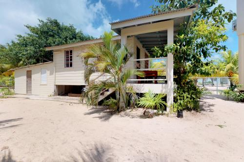 Wood Cabin @ Sandy Feet - Placencia, Belize Vacation Rental
