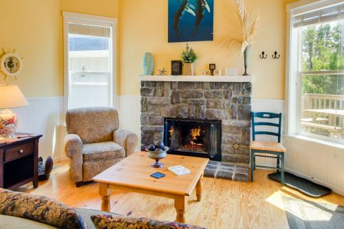 The Sea Spirit at Bella Beach: Private Hot Tub, Sleeps 21! - Depoe Bay, OR Vacation Rental
