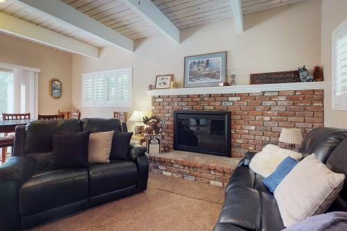 Dancing Bear Chalet - Lake Arrowhead, CA Vacation Rental