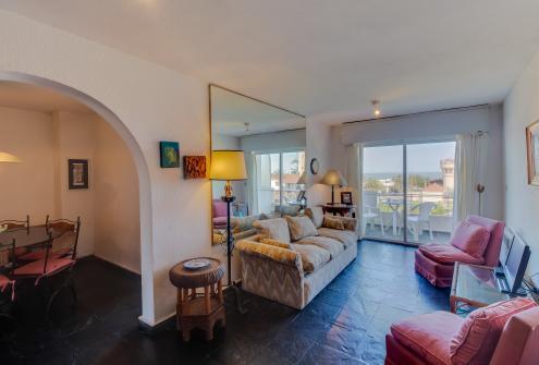 Apartamento con Hermosa Vista - Cuatro Mares - Punta del Este, Uruguay Vacation Rental