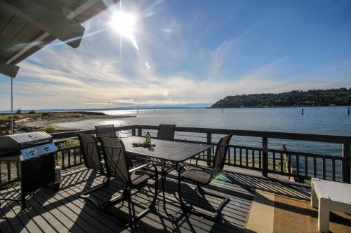 Cultus Bay Overlook - Clinton, WA Vacation Rental
