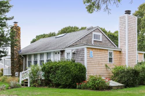 Island Inn - 21E - Oak Bluffs, MA Vacation Rental