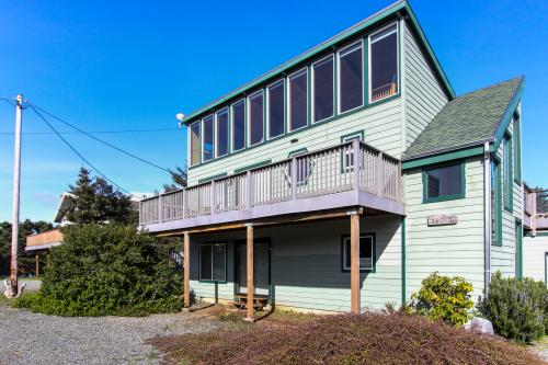 Beach Drive Retreat - Rockaway Beach, OR Vacation Rental