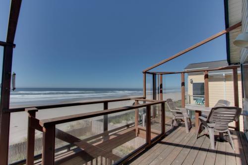 Wakonda Oceanfront Escape - Waldport, OR Vacation Rental