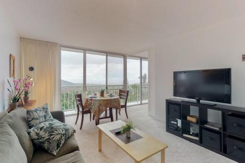 Makaha Valley Towers 525 - Makaha, HI Vacation Rental