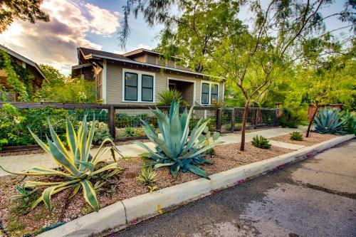 Sunset Cottage  - San Antonio , TX Vacation Rental