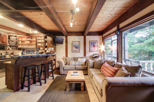 Hyak Duplex Cabin - Snoqualmie Pass, WA Vacation Rental