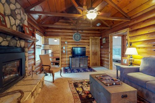 Mountain Top Getaway - Big Bear City, CA Vacation Rental